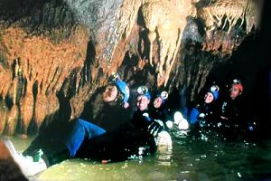 MAP NEW ZEALAND Waitomo cave black water rafting glow worm