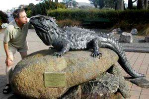 NEW ZEALAND Ivercargill tuatara statue
