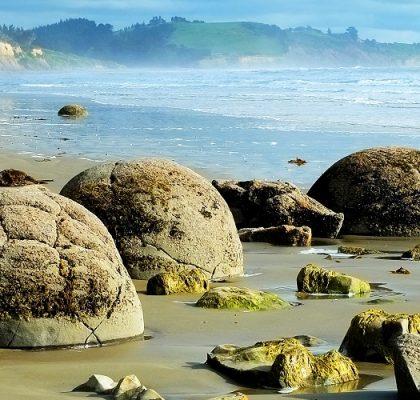 NEW ZEALAND Moeraki Boulders