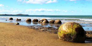 FT NEW ZEALAND Moeraki boulders beach surf Pixabay