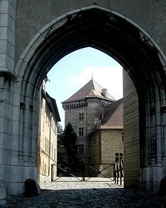 FRANCE Anncey Chateau entrance