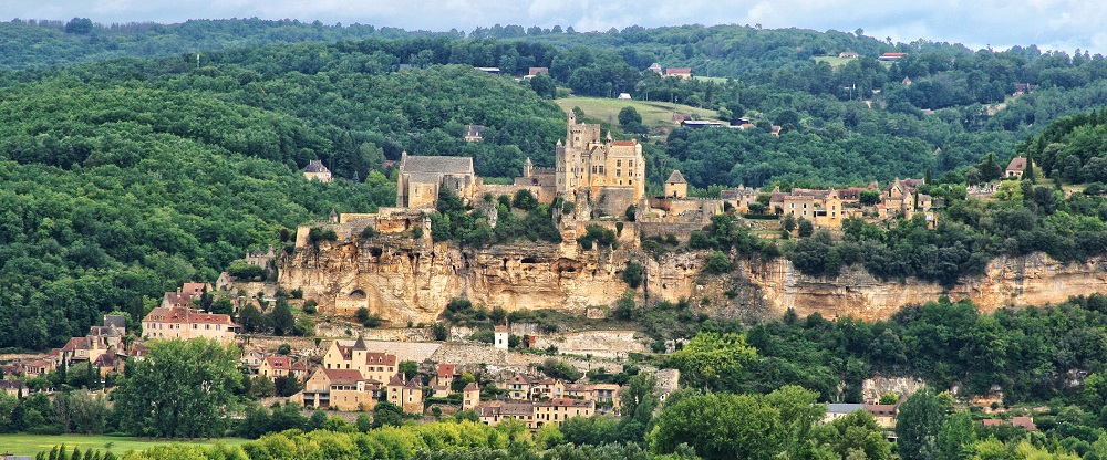 FRANCE Beynac from distance Pixabay